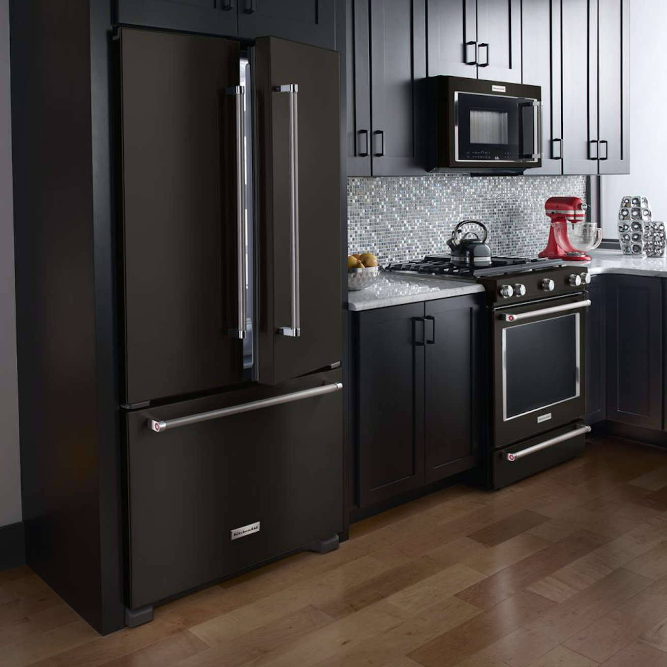 Kitchen Remodel Black Appliances: GET THE SCOOP AND DISH IT OUT